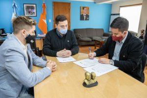 Municipio firmó un convenio con la Universidad Siglo XXI