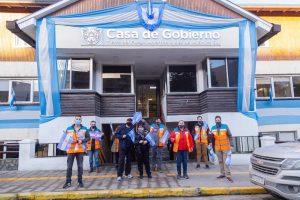 El gobierno de la provincia reparte banderas Argentinas para conmemorar el 20 de junio