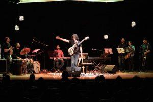 El reconocido bajista brindó un show y masterclass en la sala Niní Marshall