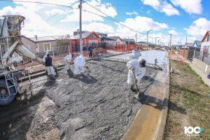 Se pavimentan en simultáneo diversas calles en el Bº Malvinas Argentinas